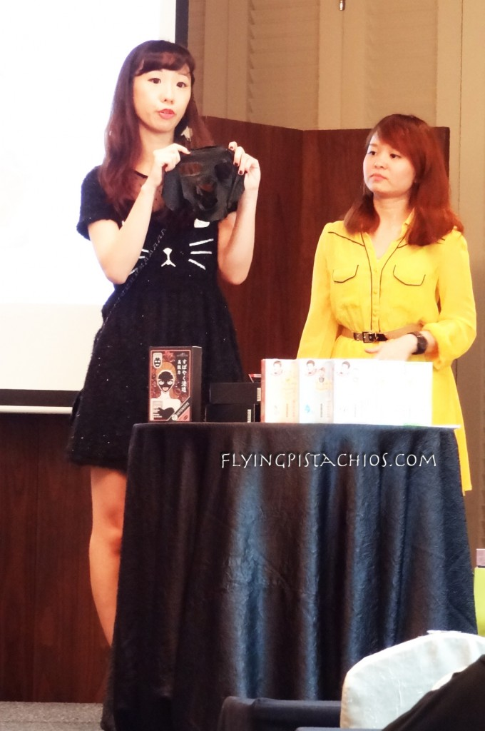 A blogger invited to the event to talk about her experience with the SexyLook Intensive moisturizing black cotton mask. I wished I've got her name, but I was sitting at the back I couldn't hear properly.